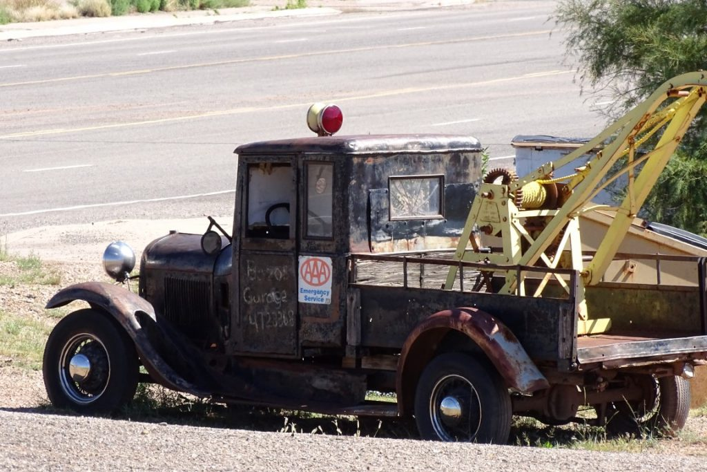 tow car that looks like Tow Mater in cars 3