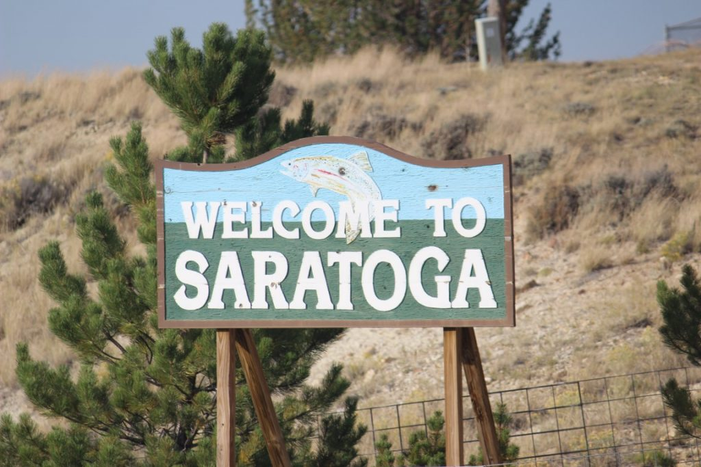 welcome to saratoga wyoming sign